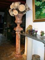 colonne et amphore en marbre rouge alicante