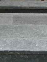 pierre bleue bouchardée et adoucie ( encadrements SPITZ à Charleville