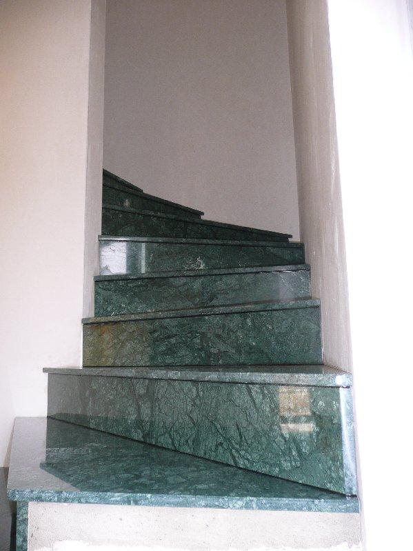 pin escalier en marbre de carrare on pinterest. Black Bedroom Furniture Sets. Home Design Ideas